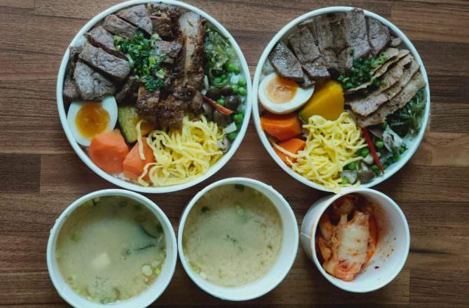 [ 食,台中 ] 原燒外送便當,美味燒肉在家吃,超澎湃雙拼丼飯,肉質鮮嫩配菜美味,味噌湯也好喝,在家吃飯也可以超享受