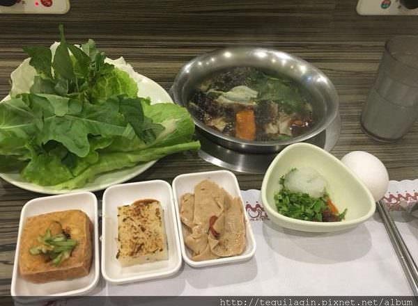 [ 食,台中 ] 養素庭迴轉火車蔬食火鍋,迴轉火車超有趣~纖維質滿滿又好吃,湯頭好配菜多,大推!