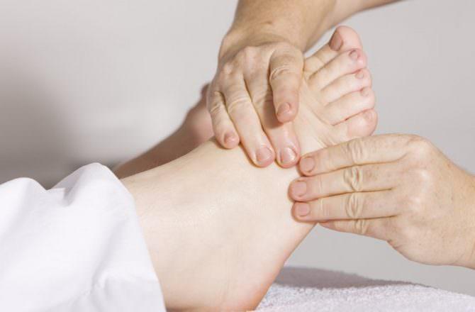 芳療客人回饋:清涼的澆灌,讓身心放鬆、平衡,不再急躁。生理上原本下背痠痛也獲得舒緩