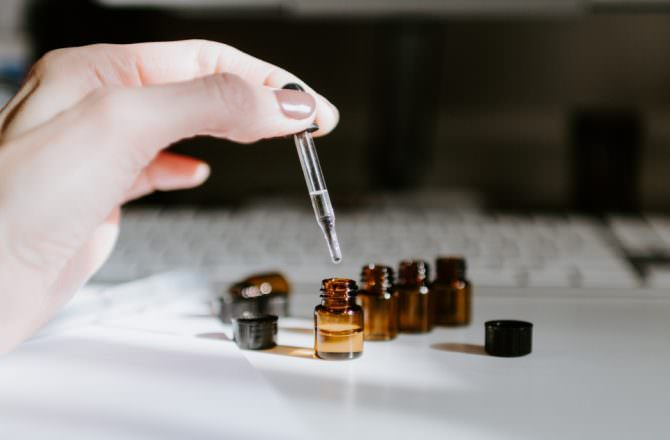 [ 芳療 ] 如何使用單方精油與複方精油?兩者差別是什麼?掌握基礎知識讓你輕鬆玩精油