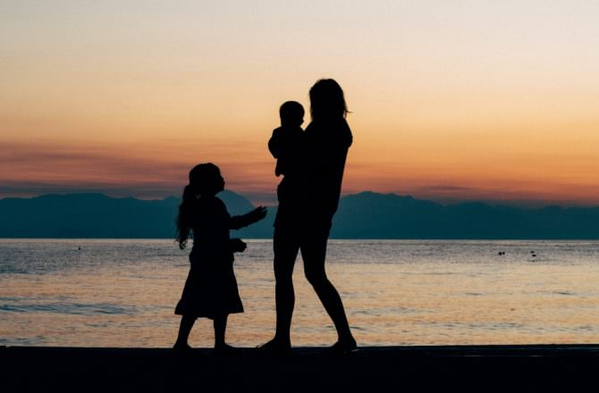如何化解對母親的內心糾結、不滿、怨恨?覺醒層級母女課,讓你用全新視角看待母親,不再被過去綑綁,活出新劇本