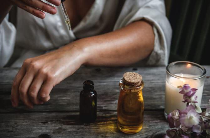 [ 芳療 ] 居家精油保健指南,生活實用精油讓你健康每一天